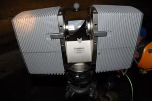 Le scanner Faro Photon en station dans la grotte
